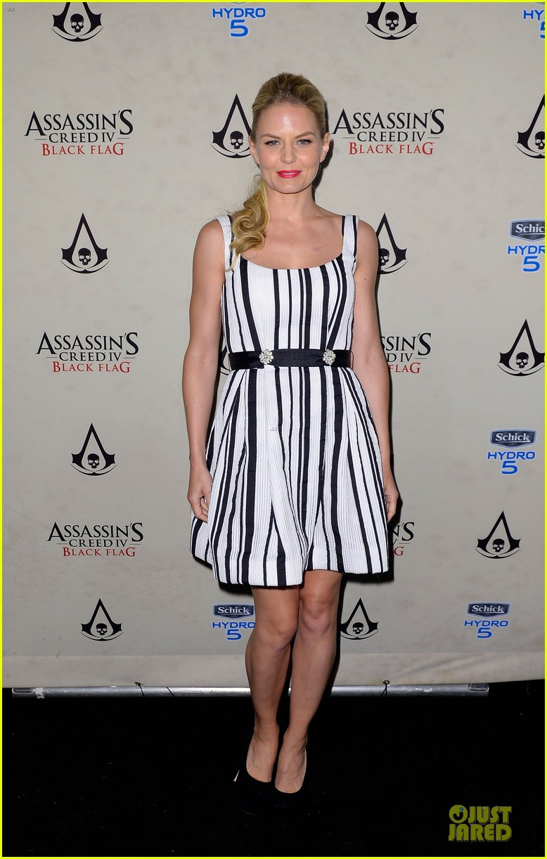 jennifer morrison aaron eckhart assassin creed iv black flag party 03