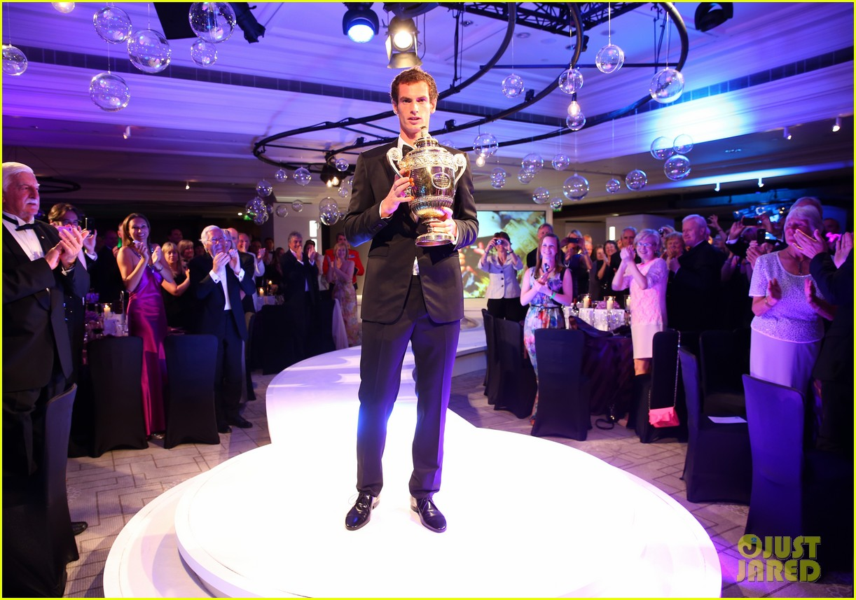 [Image: andy-murray-wimbledons-winners-ball-with...ars-05.jpg]