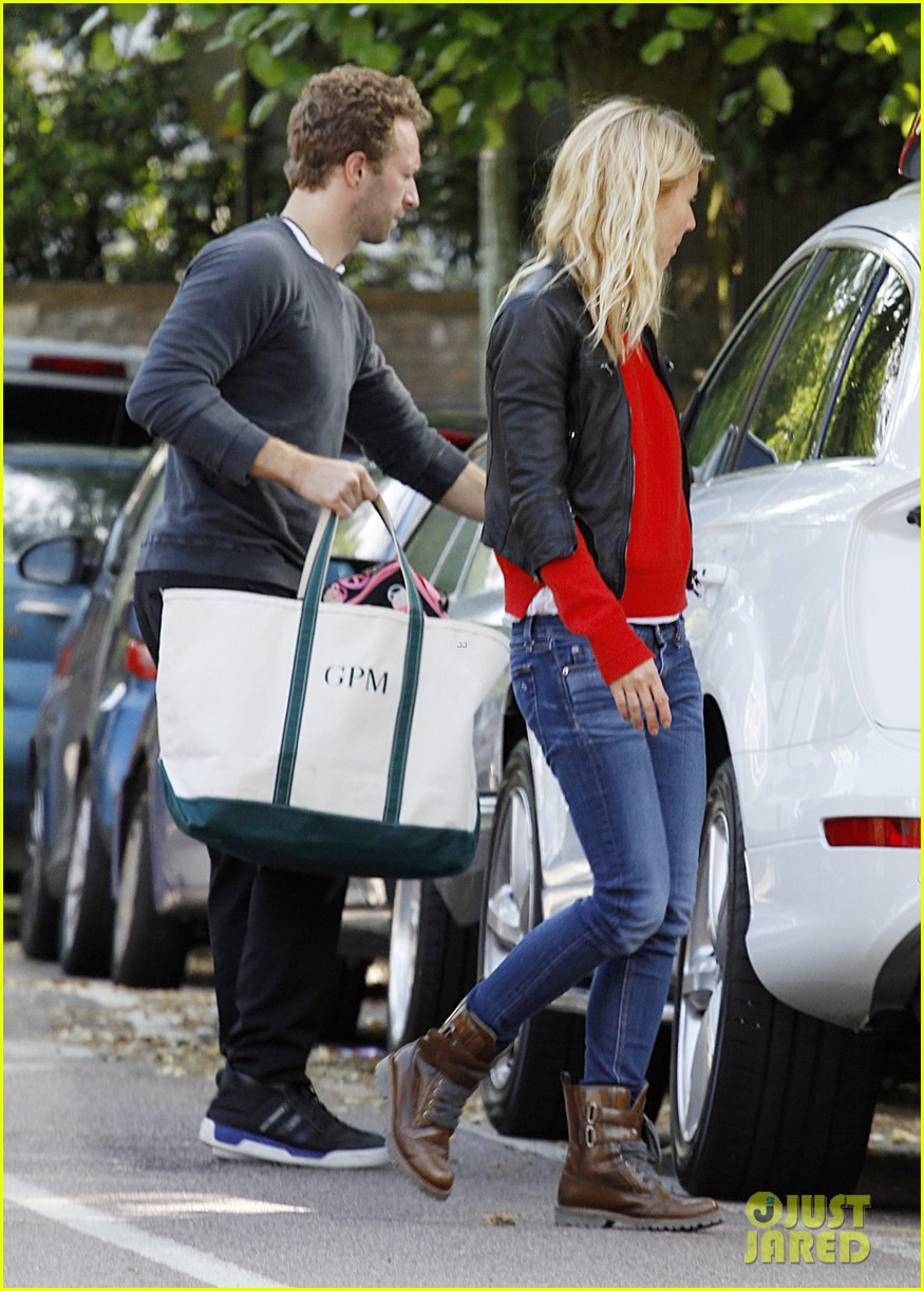 gwyneth paltrow chris martin shop in london on july 4th 01