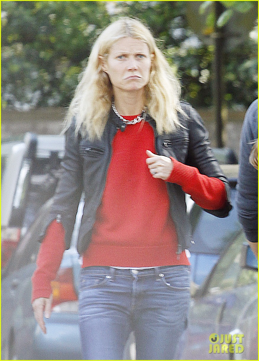 gwyneth paltrow chris martin shop in london on july 4th 02