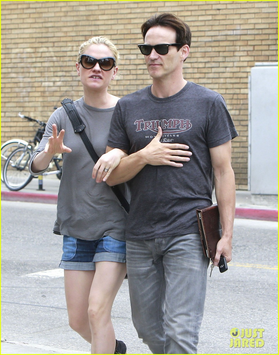 anna paquin stephen moyer cuddle close in venice beach 242919098