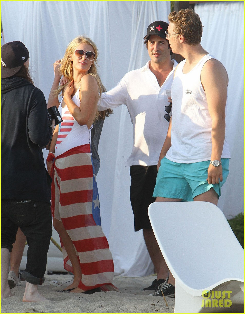 patrick schwarzenegger taylor burns paris hiltons july 4 party 11