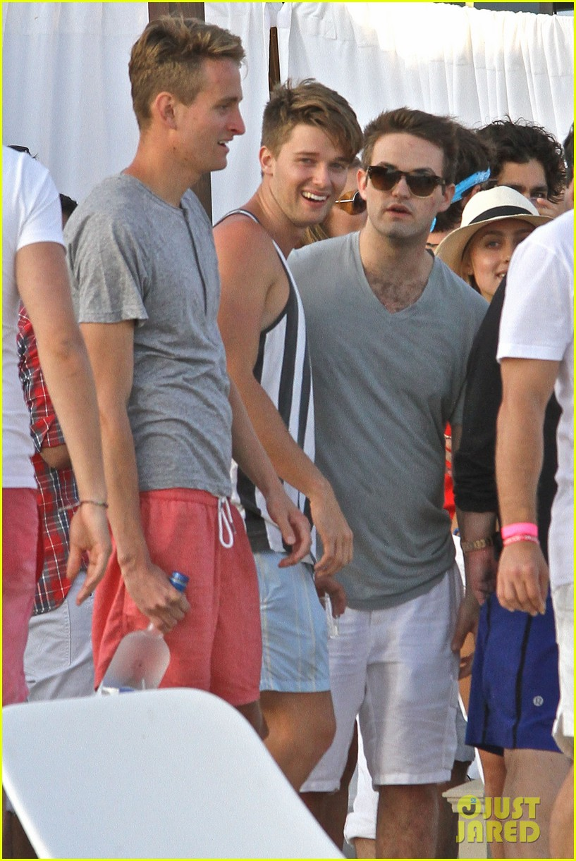 patrick schwarzenegger taylor burns paris hiltons july 4 party 202904509
