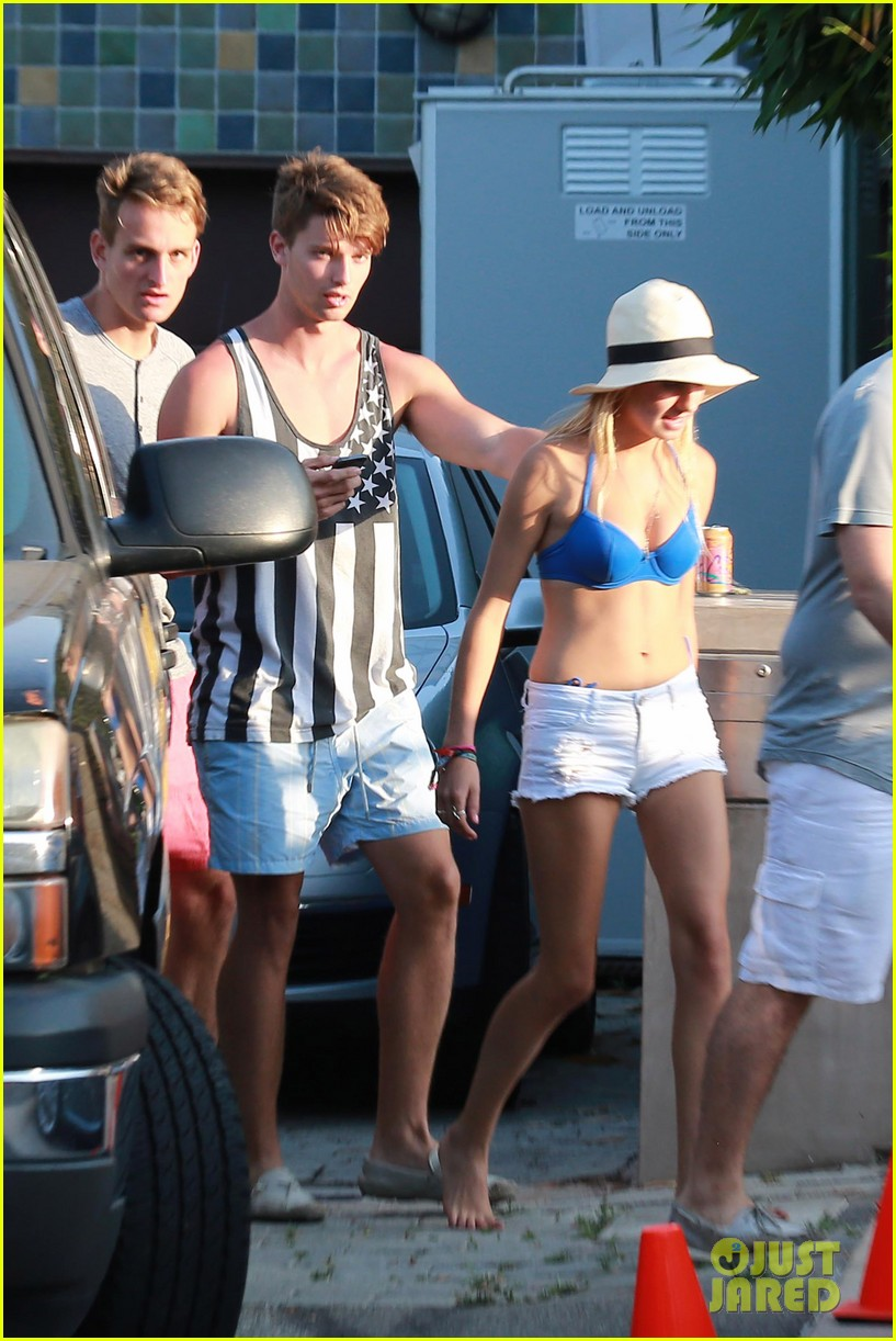 patrick schwarzenegger taylor burns paris hiltons july 4 party 37