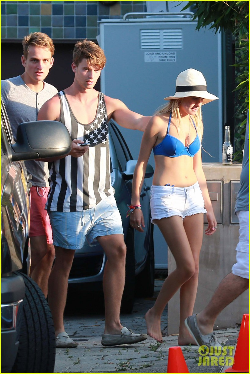 patrick schwarzenegger taylor burns paris hiltons july 4 party 41