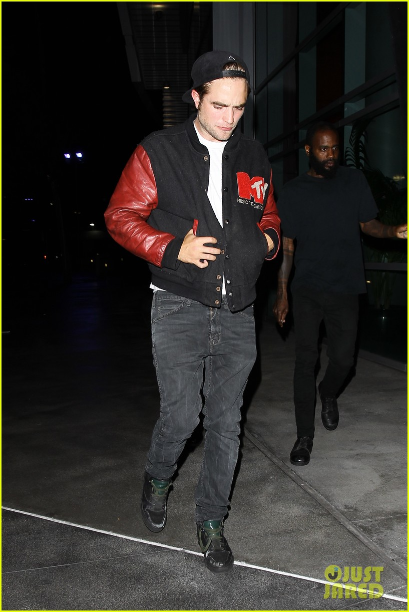robert pattinson selena gomez beyonce concert night out 02