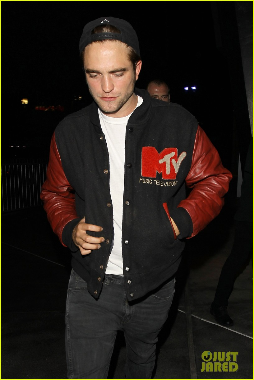 robert pattinson selena gomez beyonce concert night out 04
