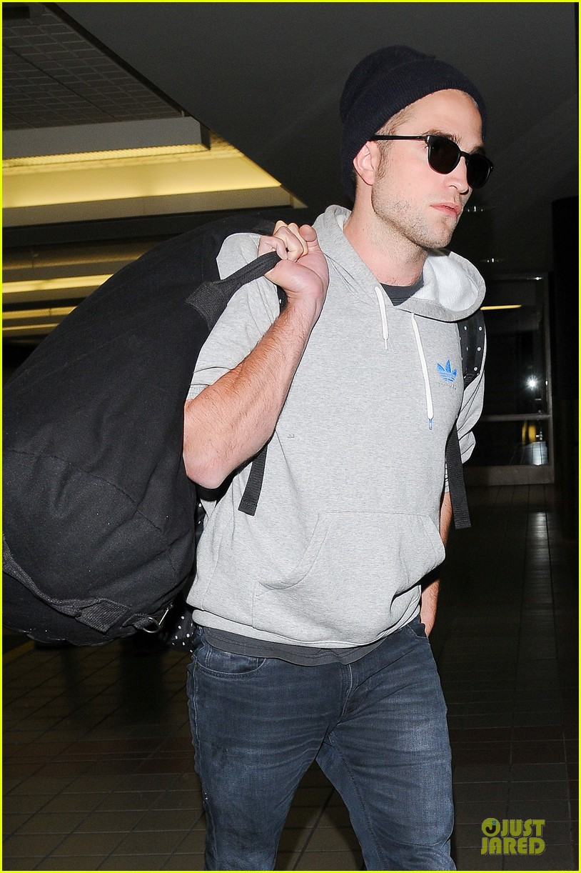 report pattinson lax landing after map of the stars filming 062915595