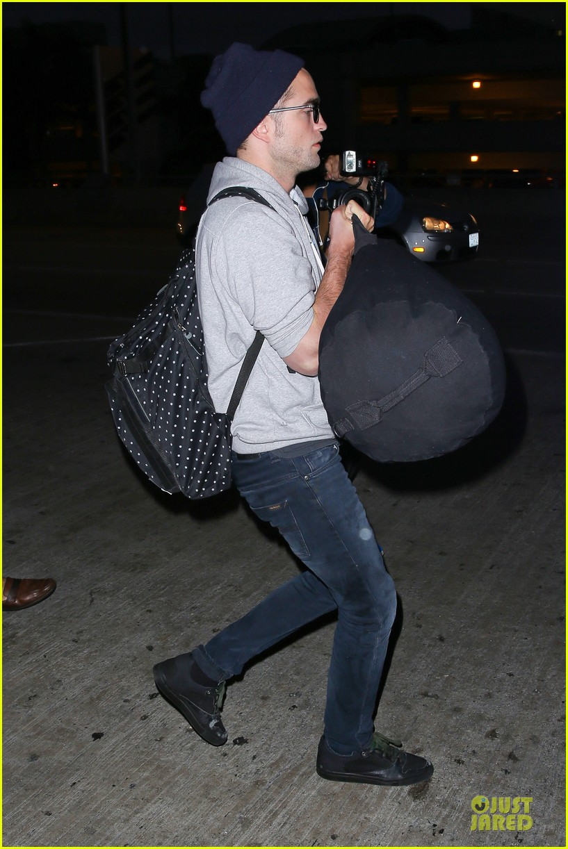 report pattinson lax landing after map of the stars filming 12
