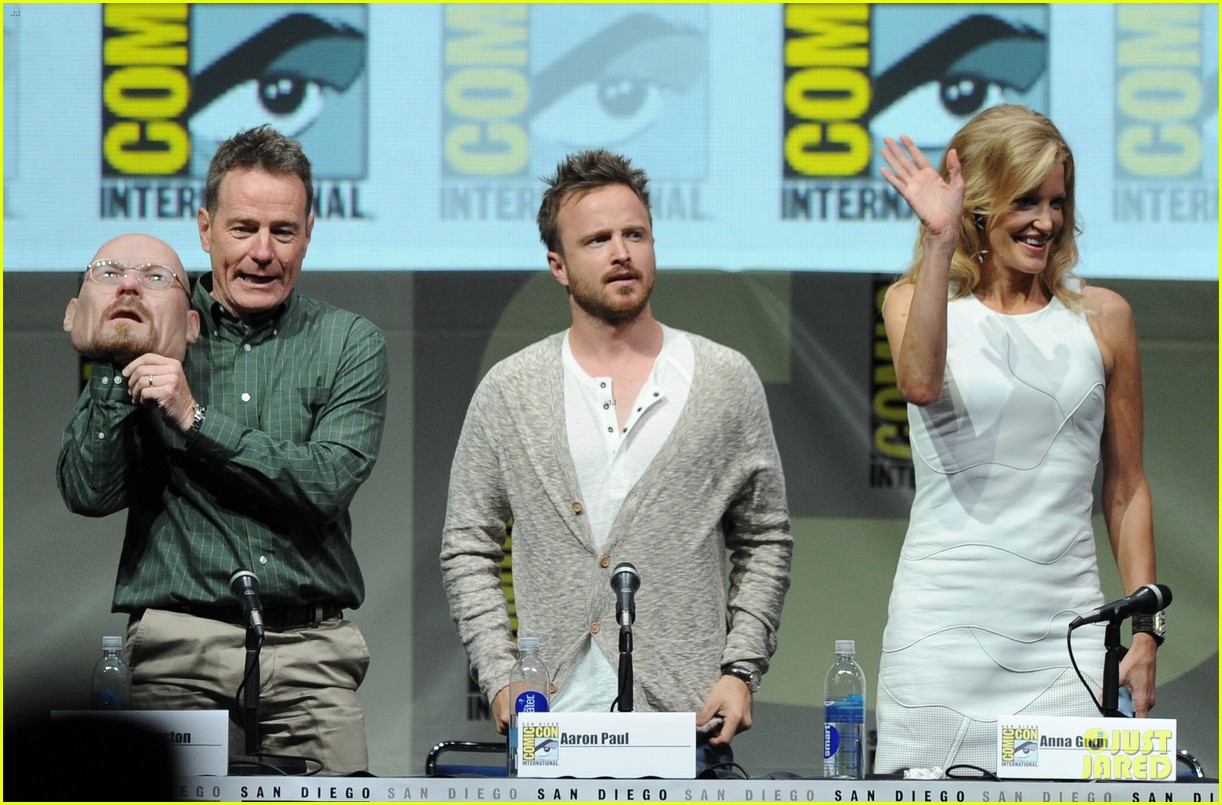 aaron paul bryan cranston breaking bad panel at comic con 12