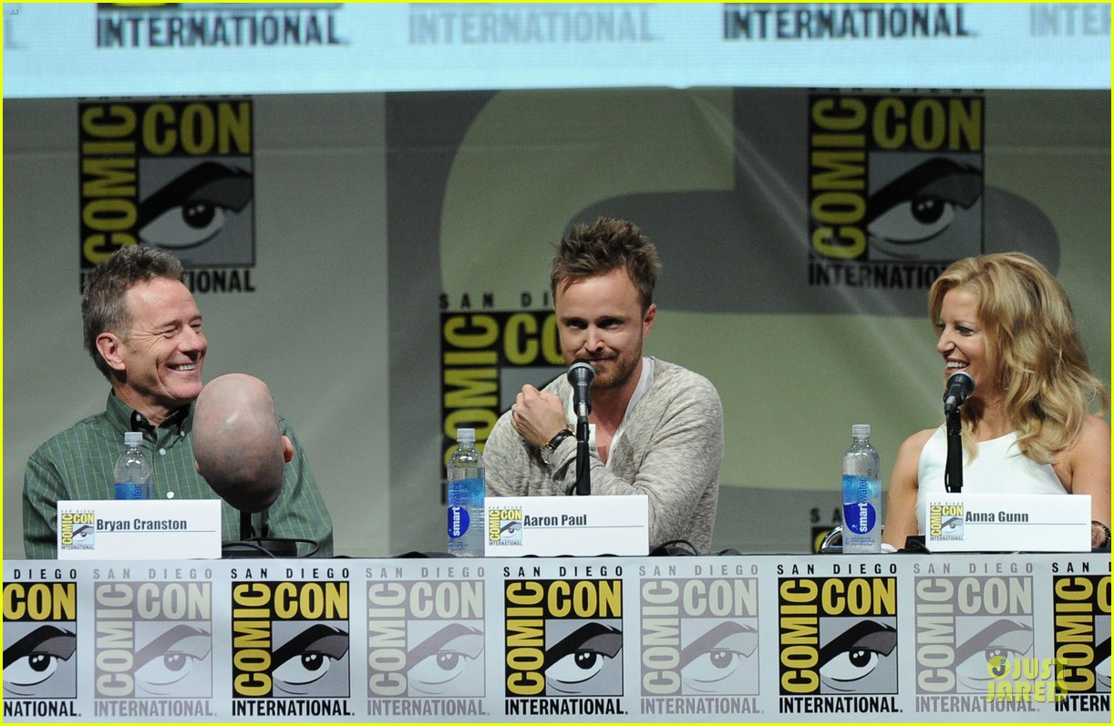 aaron paul bryan cranston breaking bad panel at comic con 17