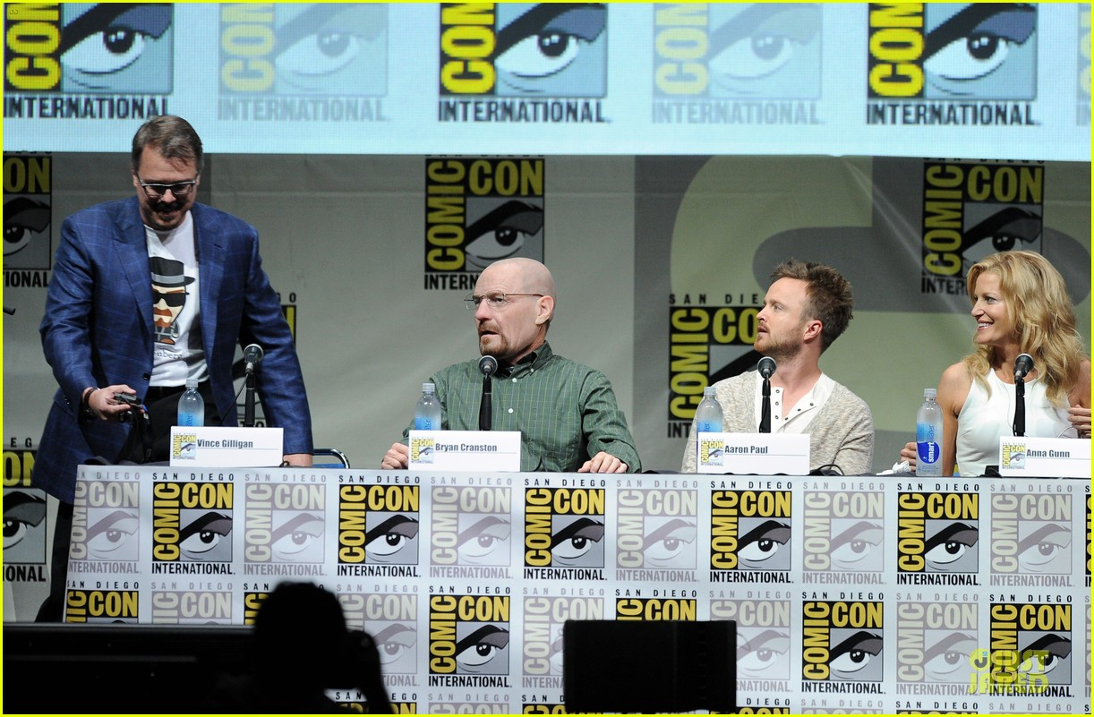 aaron paul bryan cranston breaking bad panel at comic con 212914285