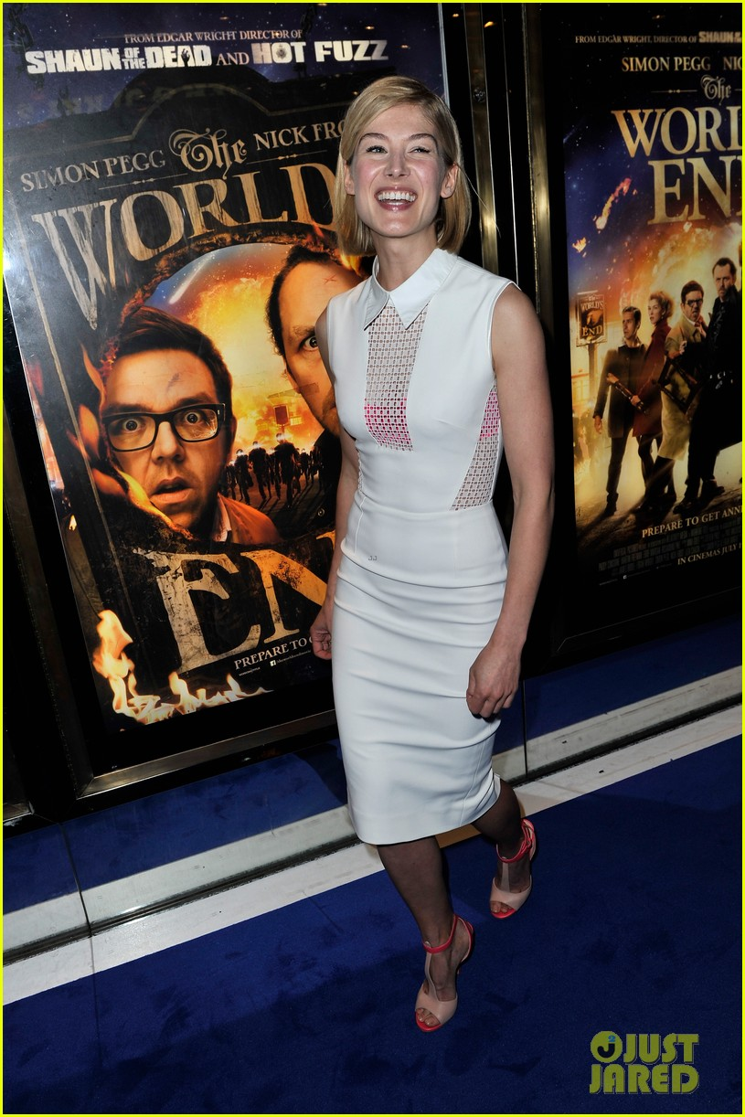 simon pegg rosamund pike the worlds end premiere 07