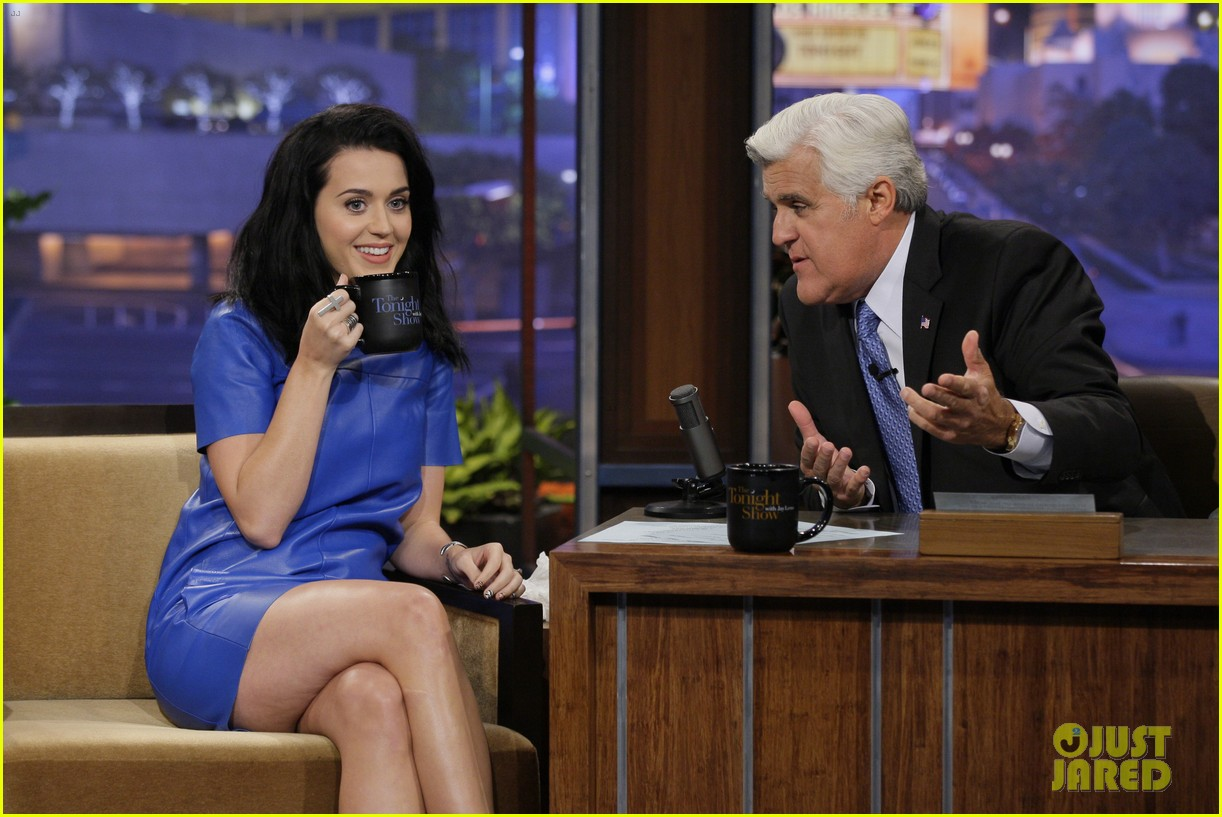 katy perry goes smurfette blue for jay leno appearance 01