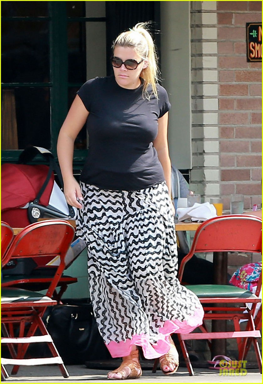 busy philipps post baby body at little doms 102914356