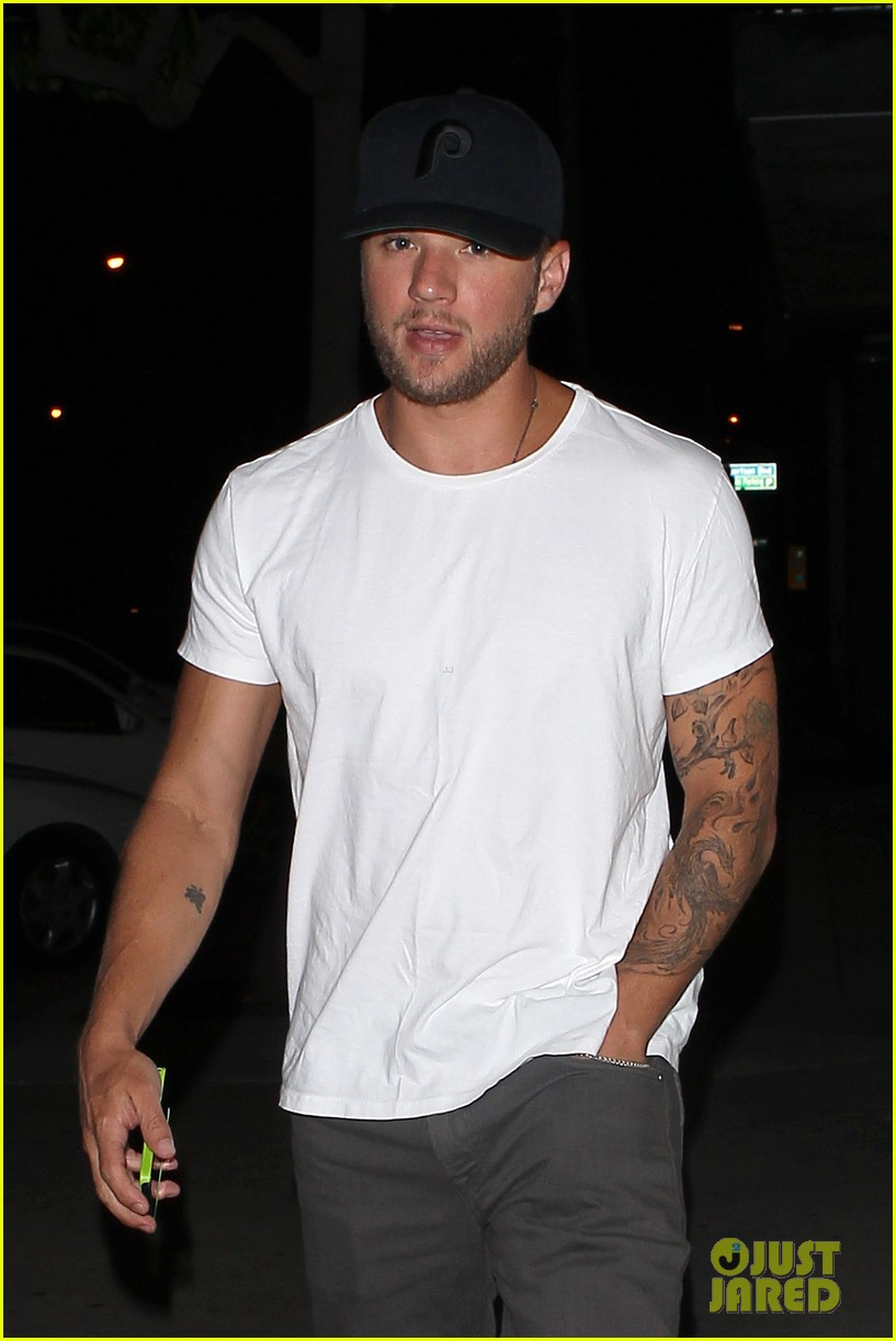ryan phillippe dinner out after fun shreveport set day 04