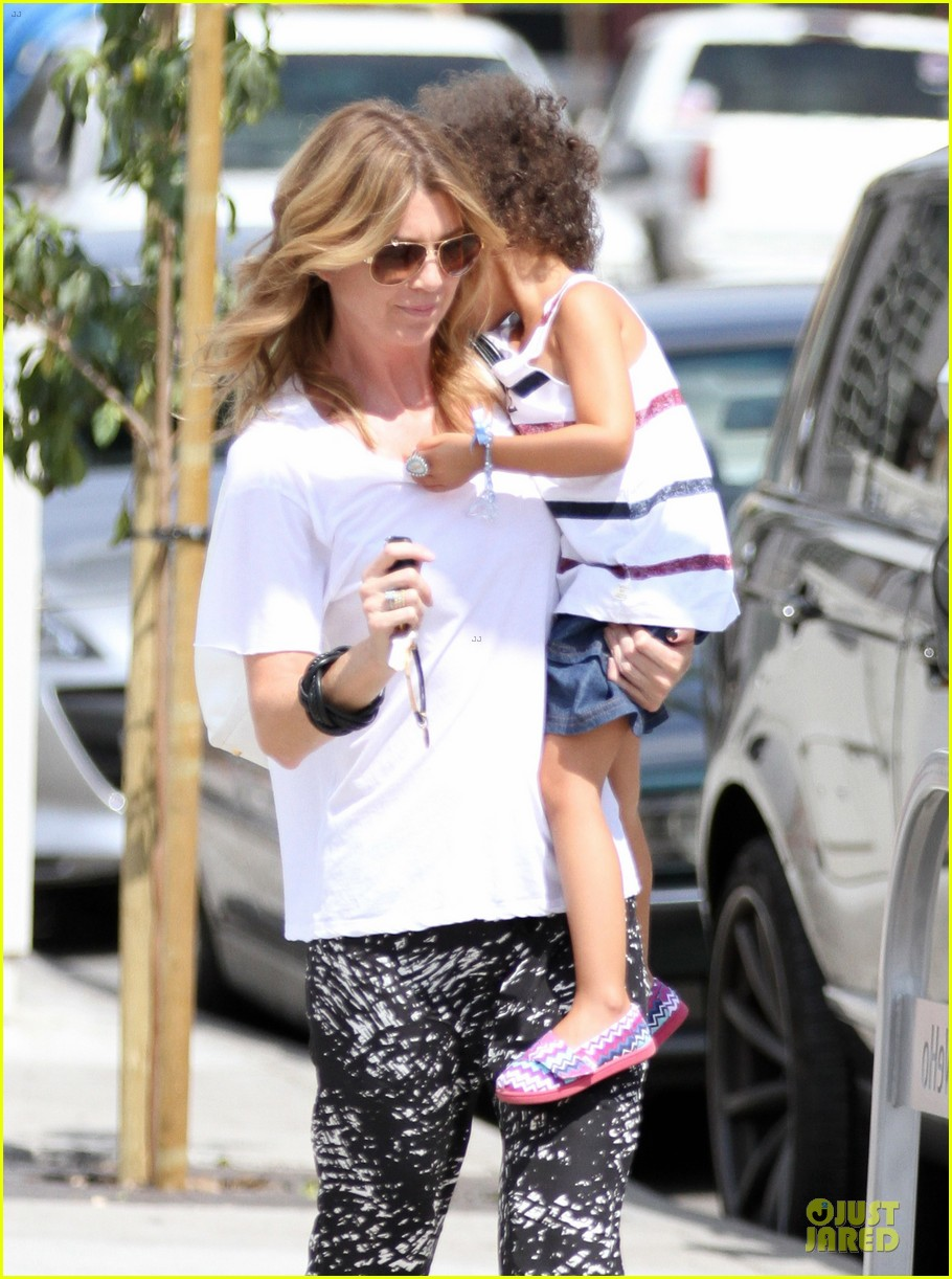 ellen pompeo showcases arm strength with stella 04