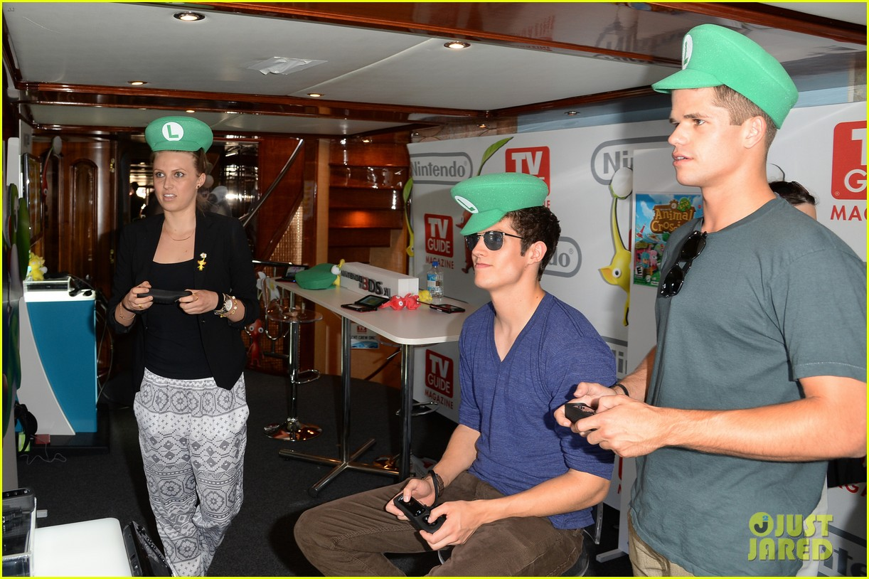 tyler posey dylan obrien teen wolf stars at comic con 172911986
