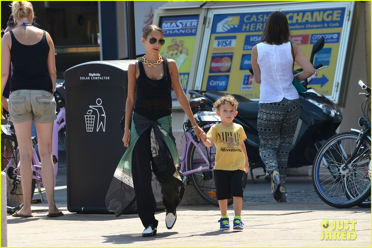 nicole richie continues saint tropez family vacation 12