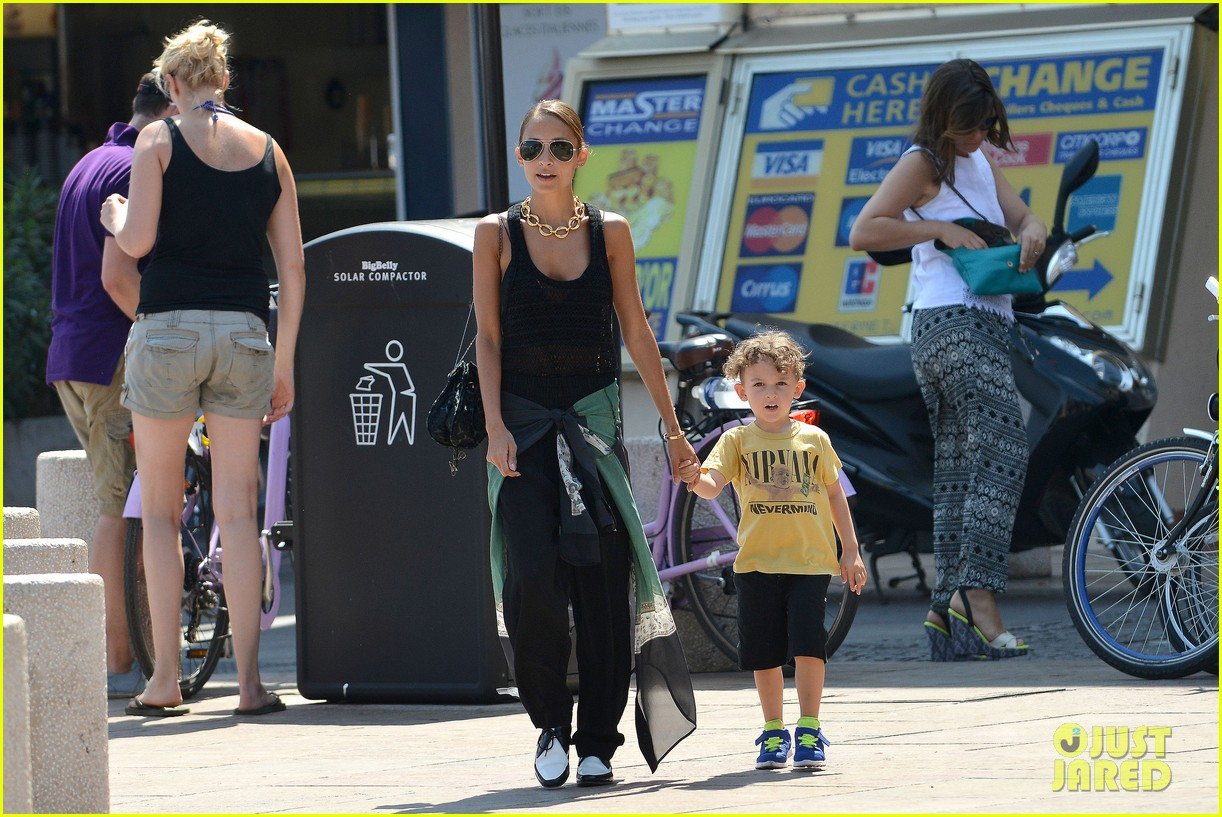 nicole richie continues saint tropez family vacation 13
