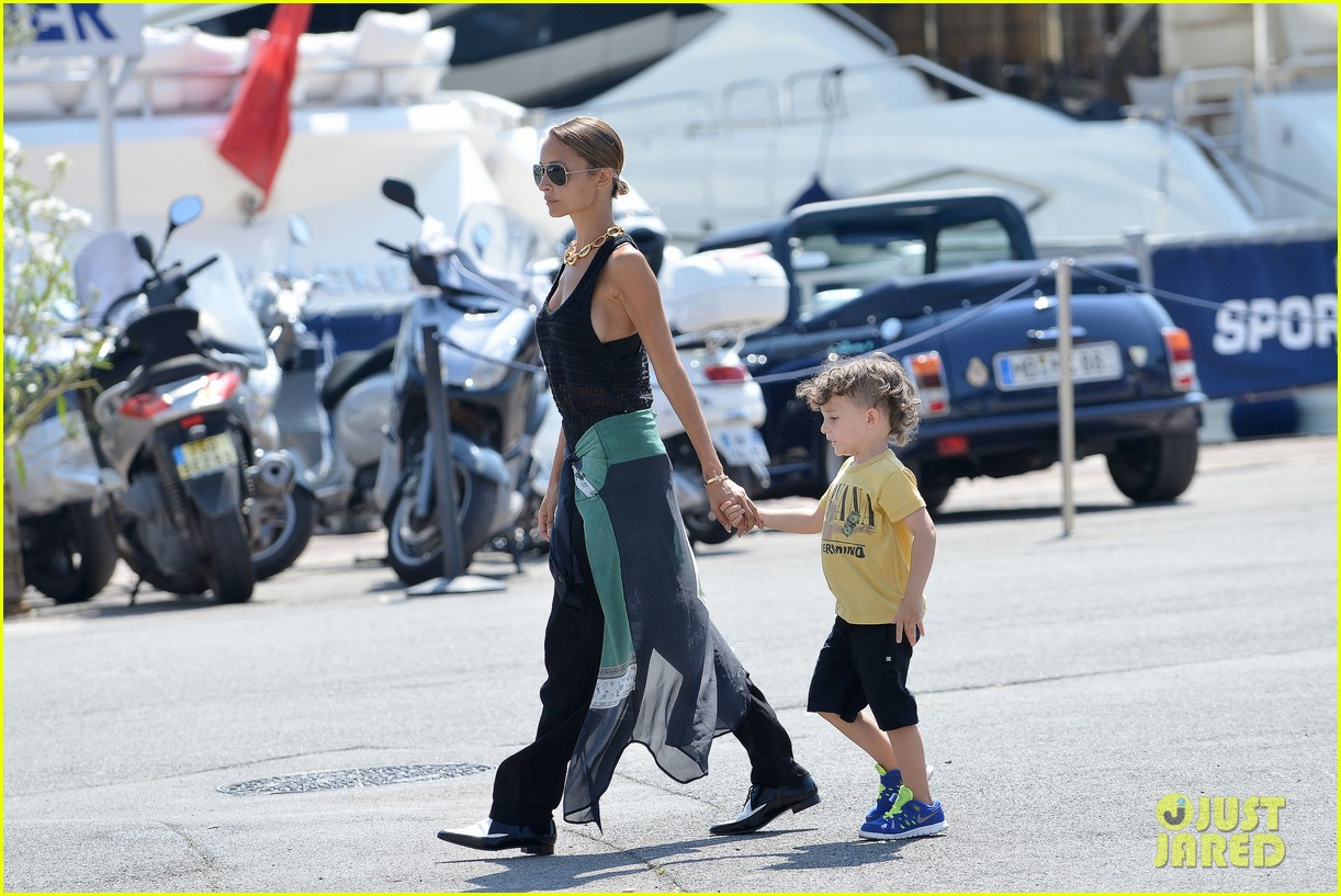 nicole richie continues saint tropez family vacation 20