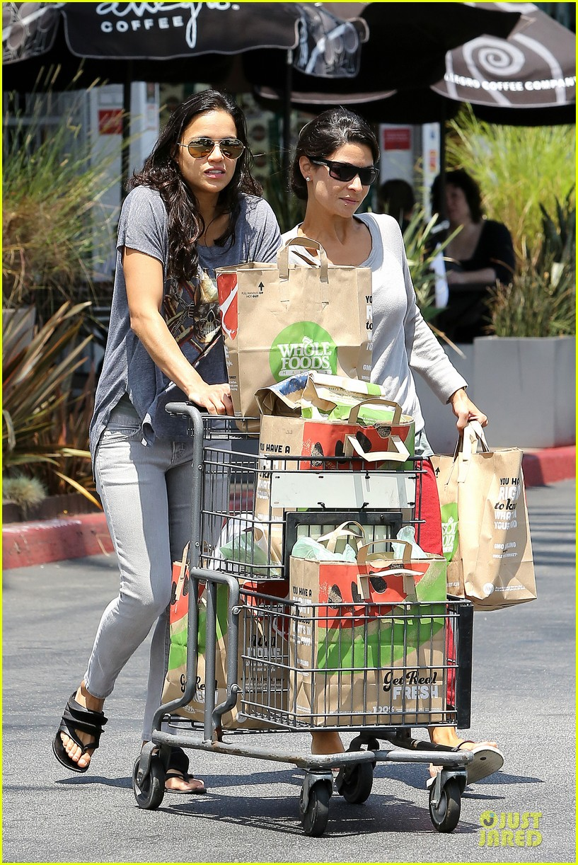 michelle rodriguez grocery shopping with gal pal kim 05