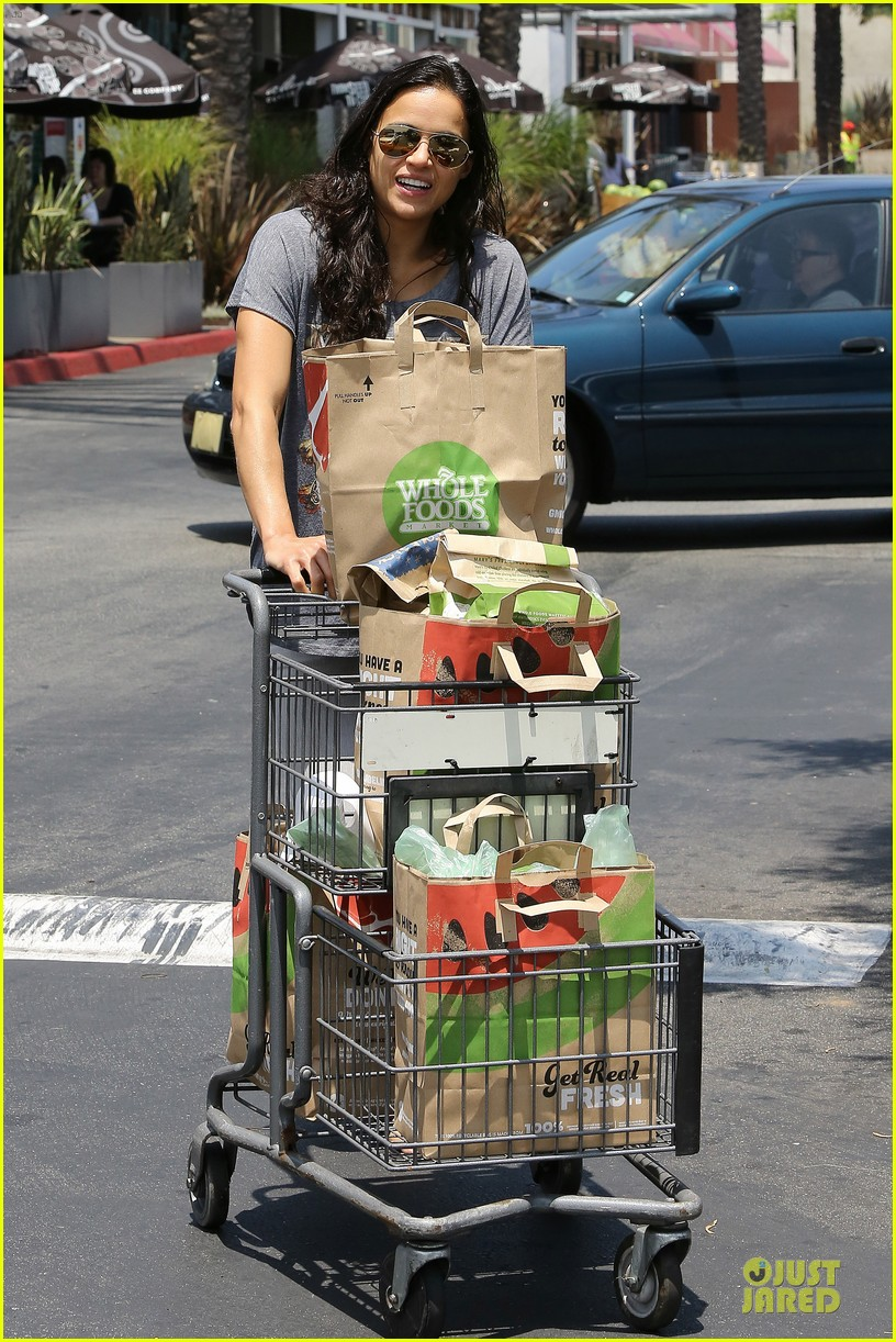 michelle rodriguez grocery shopping with gal pal kim 07