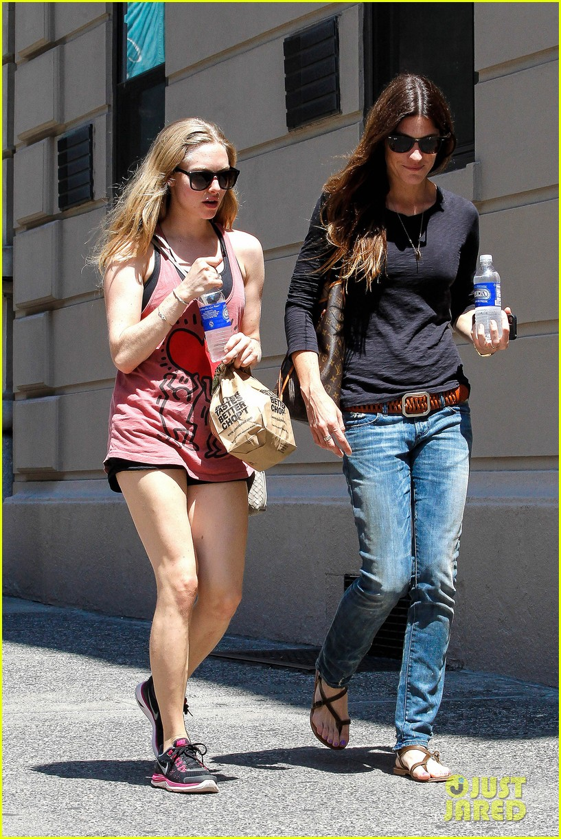 amanda seyfried jennifer carpenter hang in the big apple 04