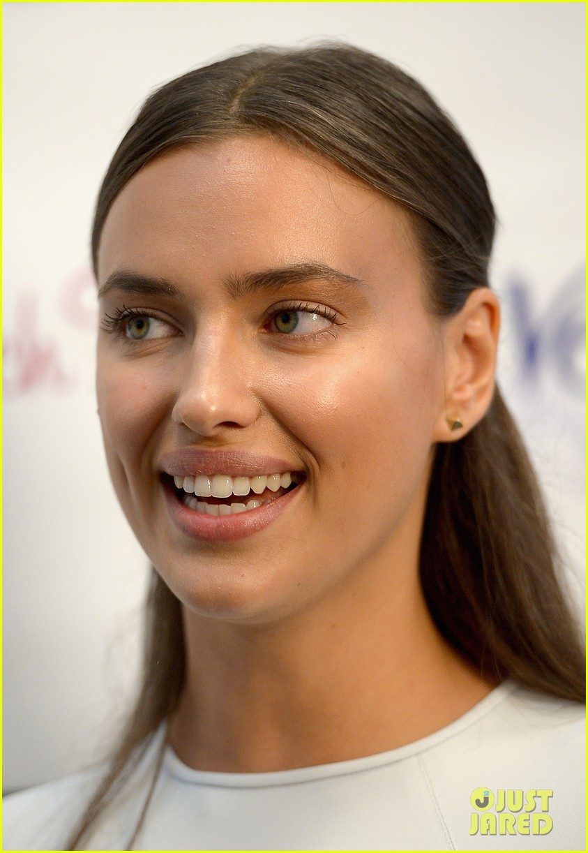 irina shayk bikini babe after beach bunny show with chrissy teigen 11