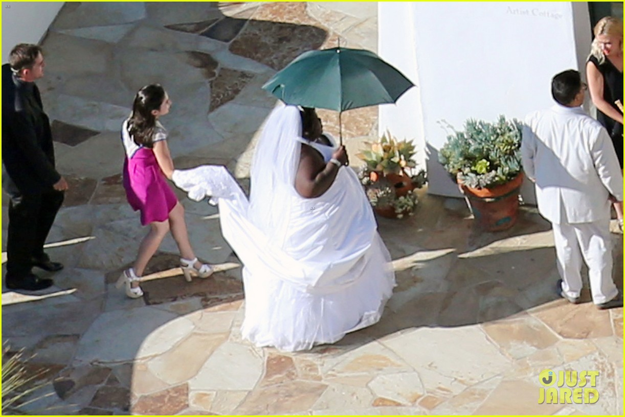 gabourey sidibe wears bridal gown to jimmy kimmel wedding 032909899
