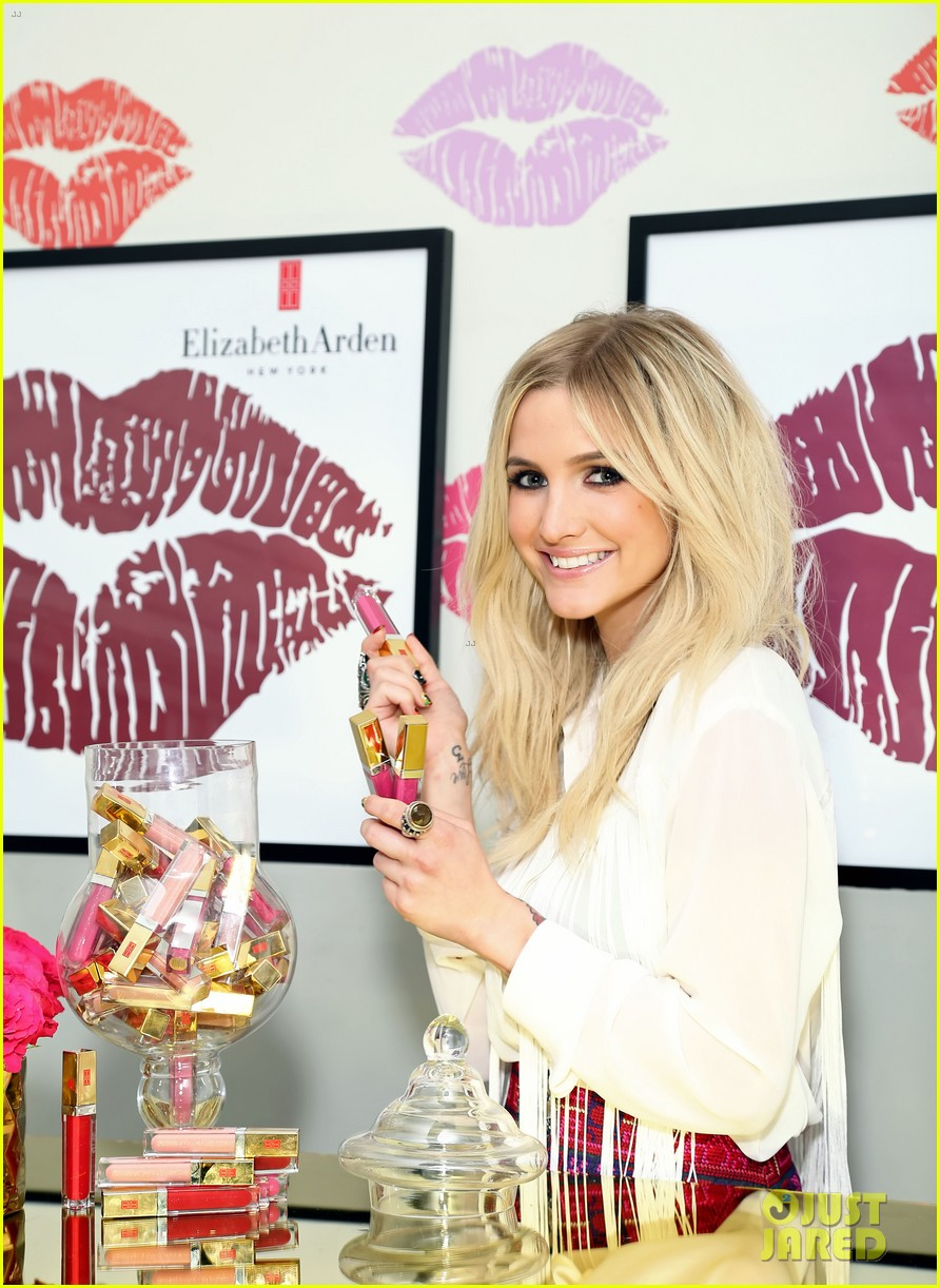 ashlee simpson elizabeth arden beautiful color lip lounge 01