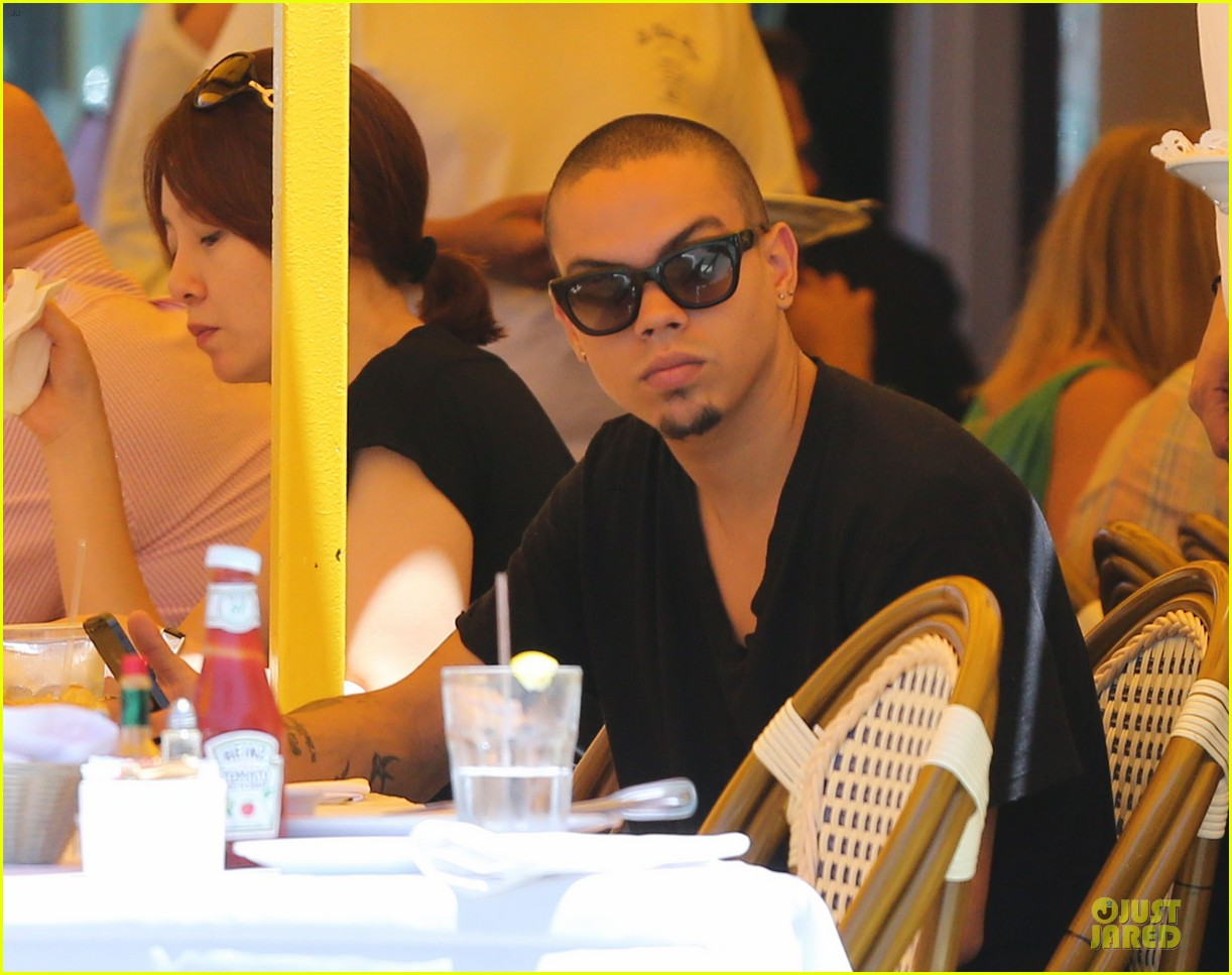 evan ross camouflages ashlee simpson house 042906257