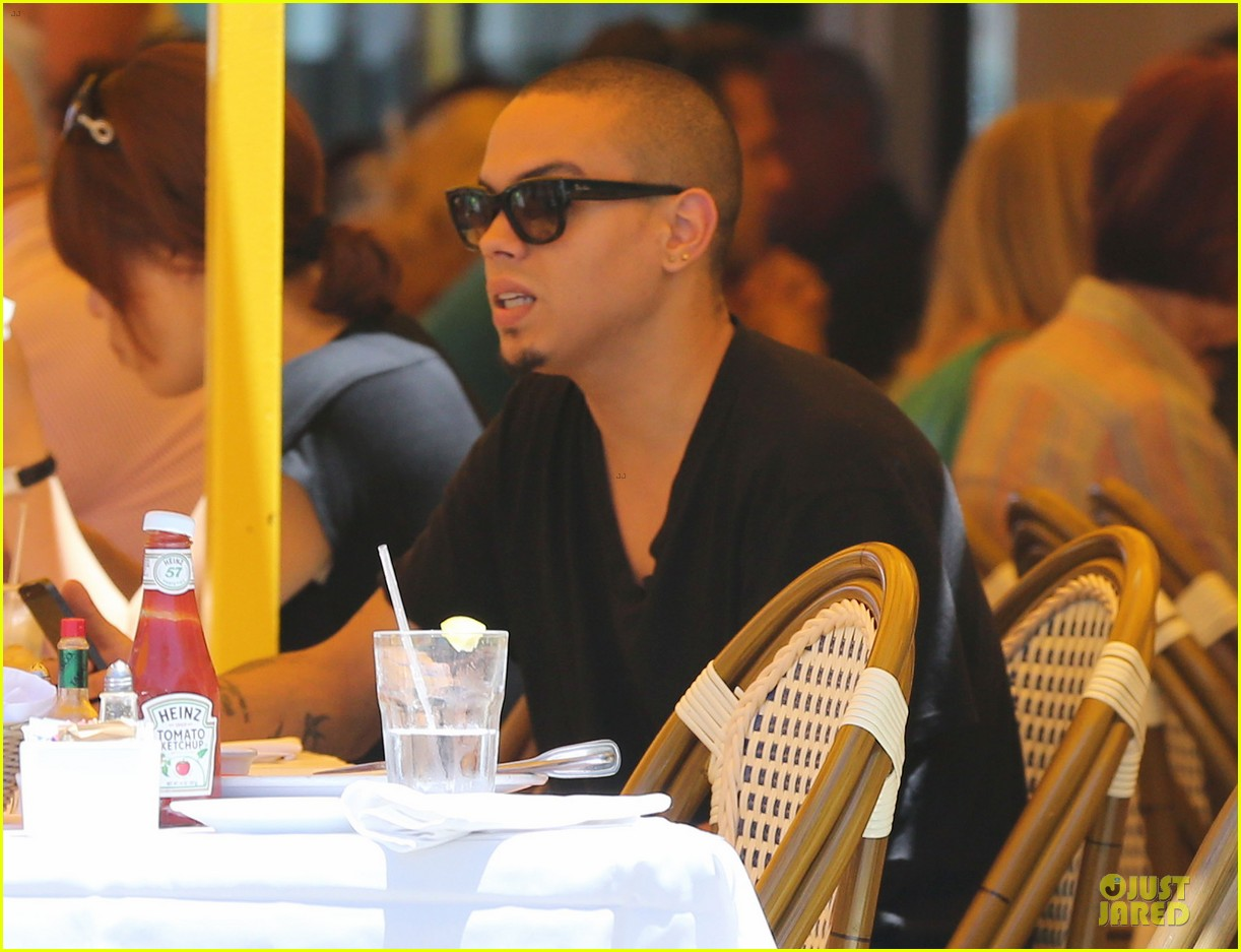 evan ross camouflages ashlee simpson house 11