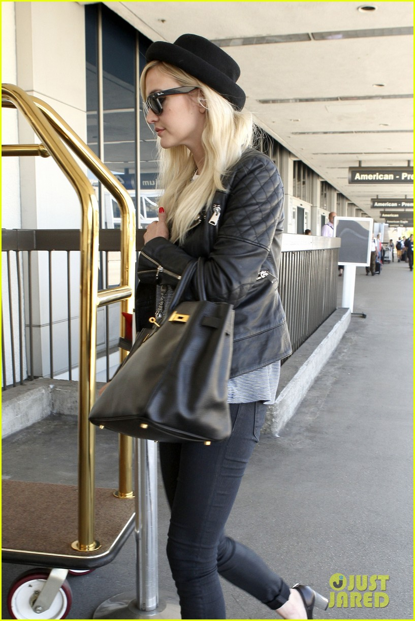 ashlee simpson evan ross travel together out of lax 16