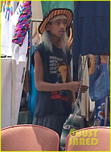 willow smith searches flea market for great finds 122919171