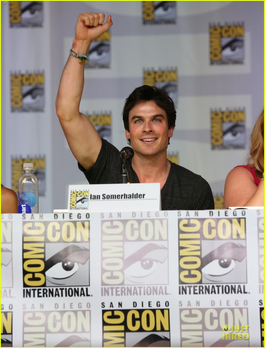 ian somerhalder nina dobrev vampire diaries at comic con 02