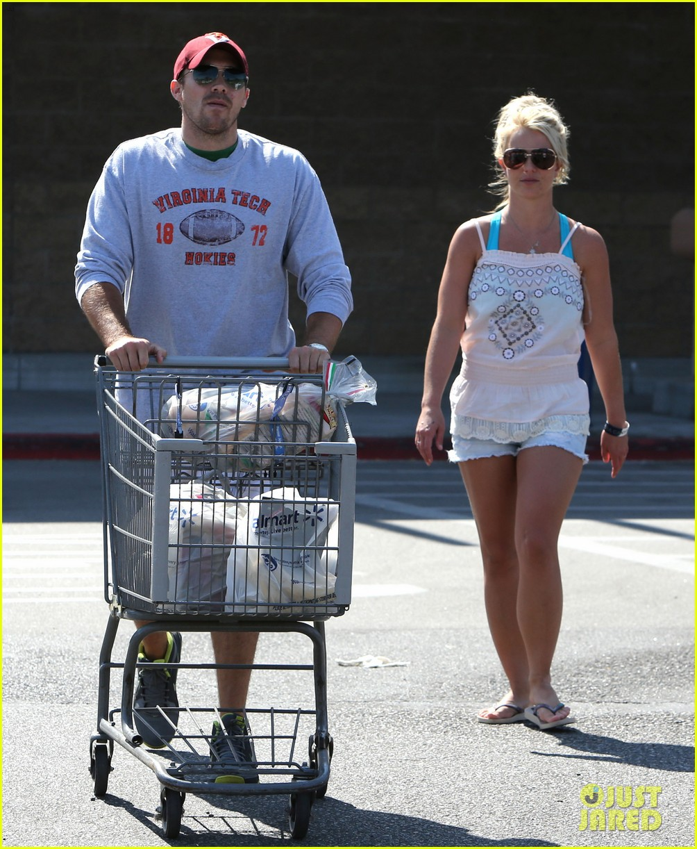 britney spears david lucado hold hands on fourth of july 05
