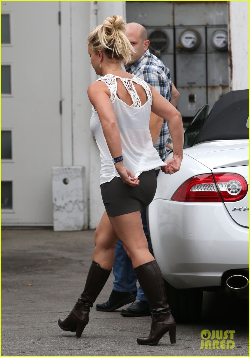 britney spears lunches with david lucado goes shopping 152904720