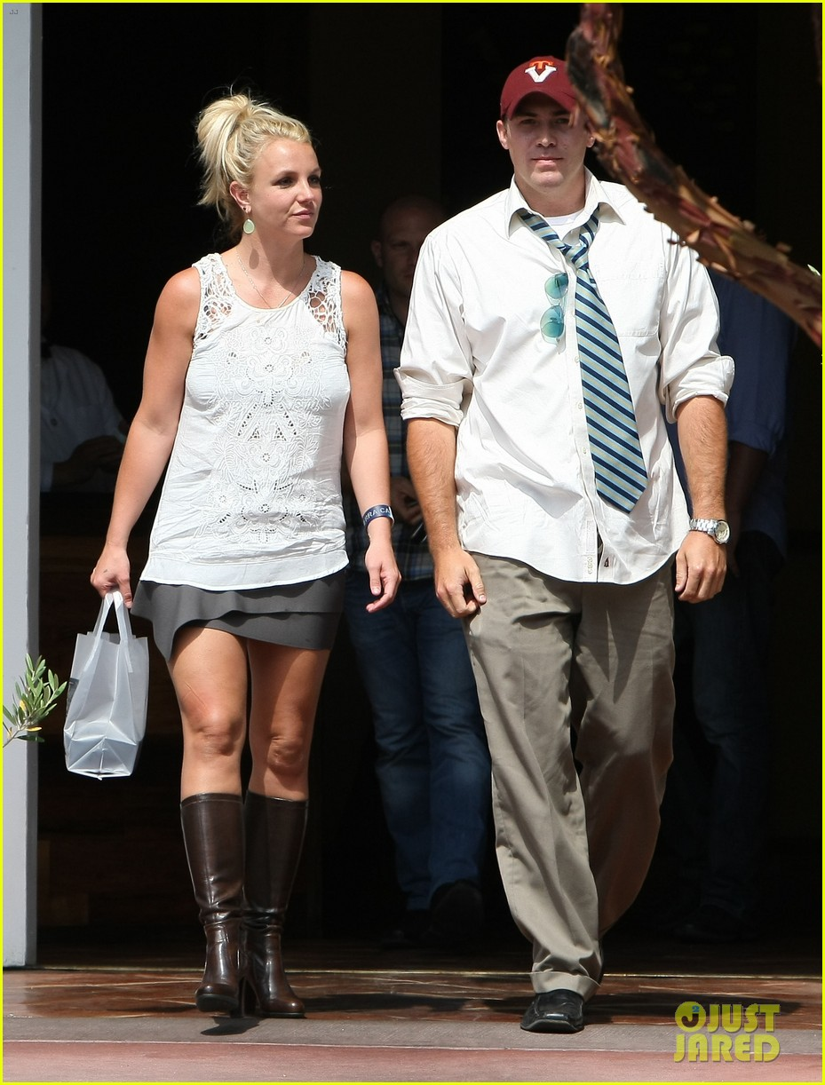 britney spears lunches with david lucado goes shopping 20