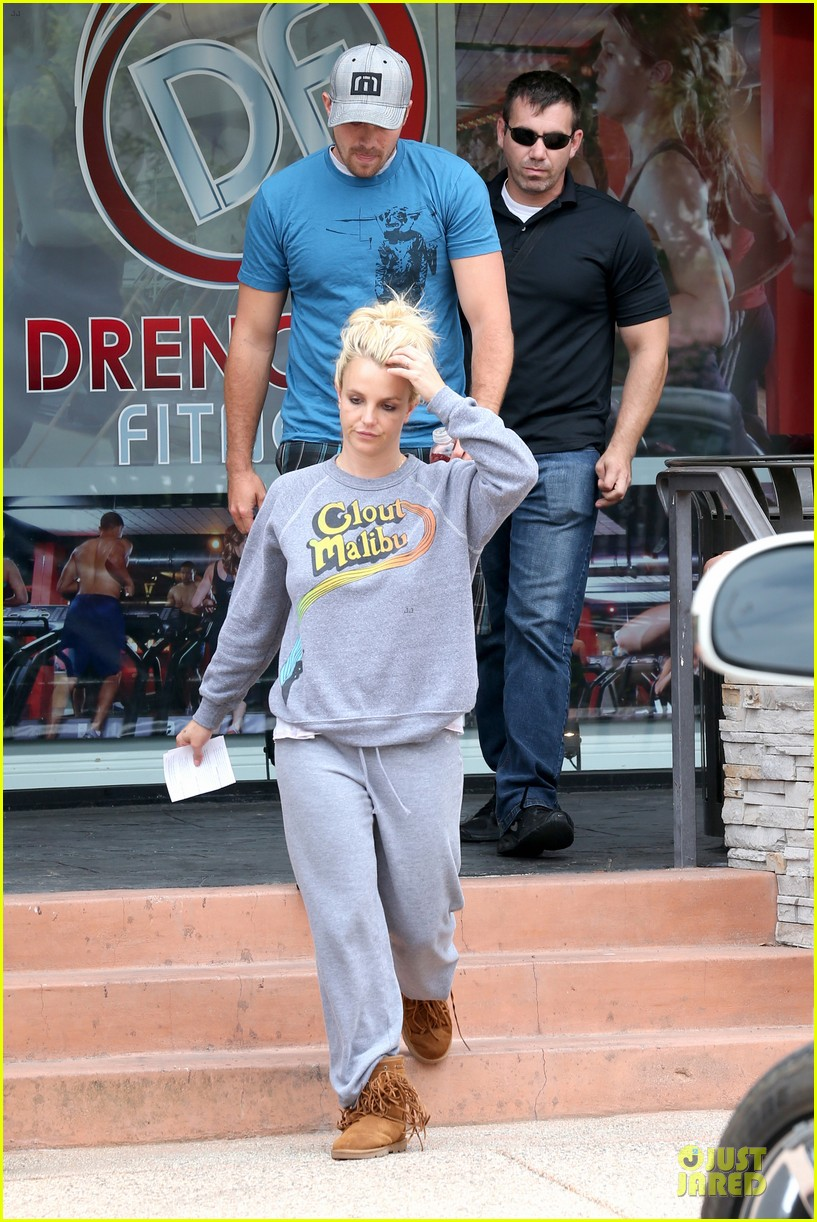 britney spears errands after movies with the boys 01