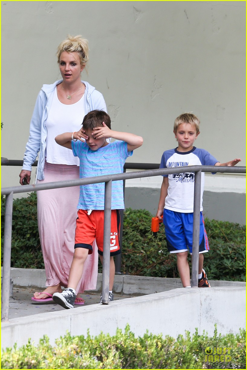 britney spears errands after movies with the boys 202914114