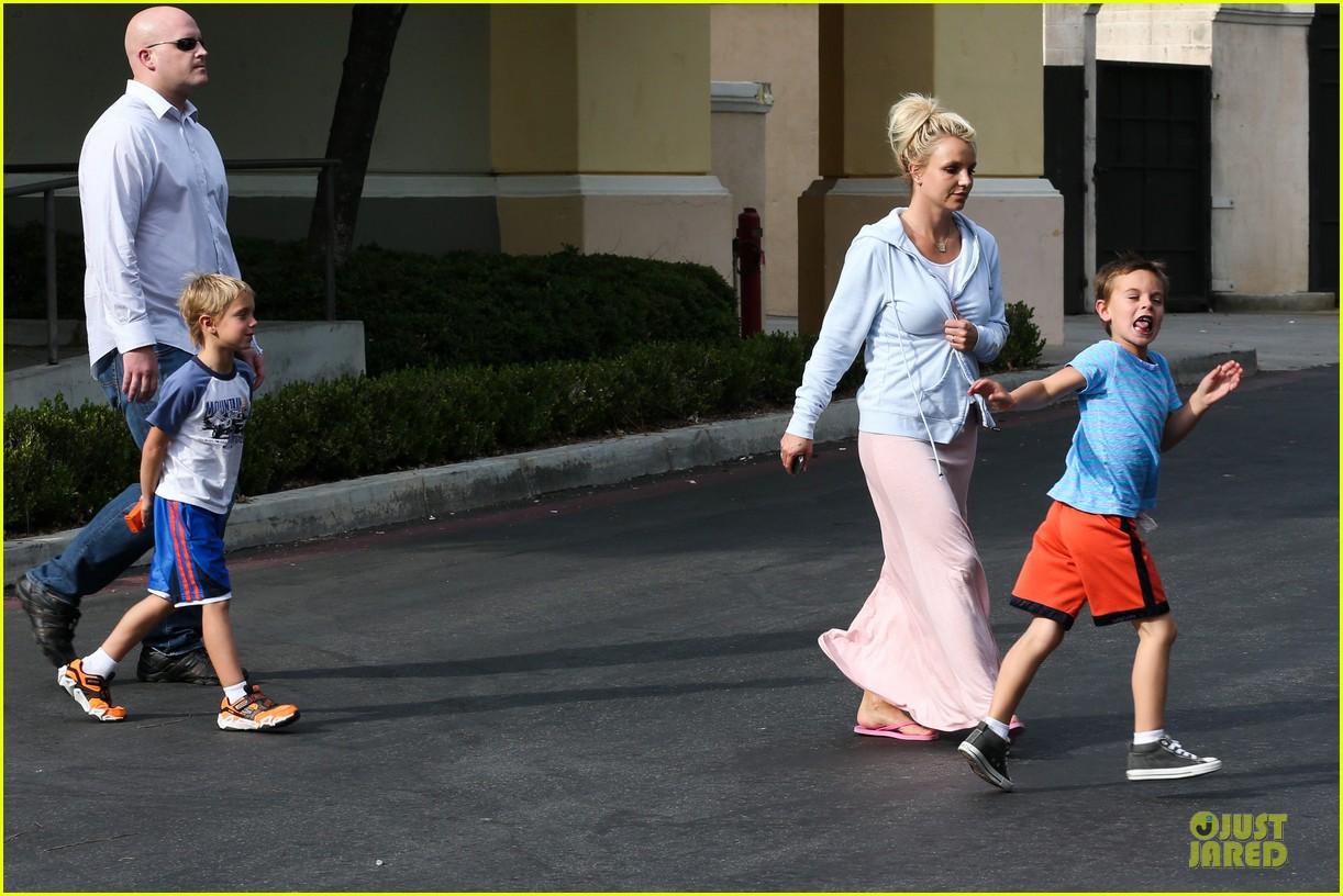 britney spears errands after movies with the boys 212914115
