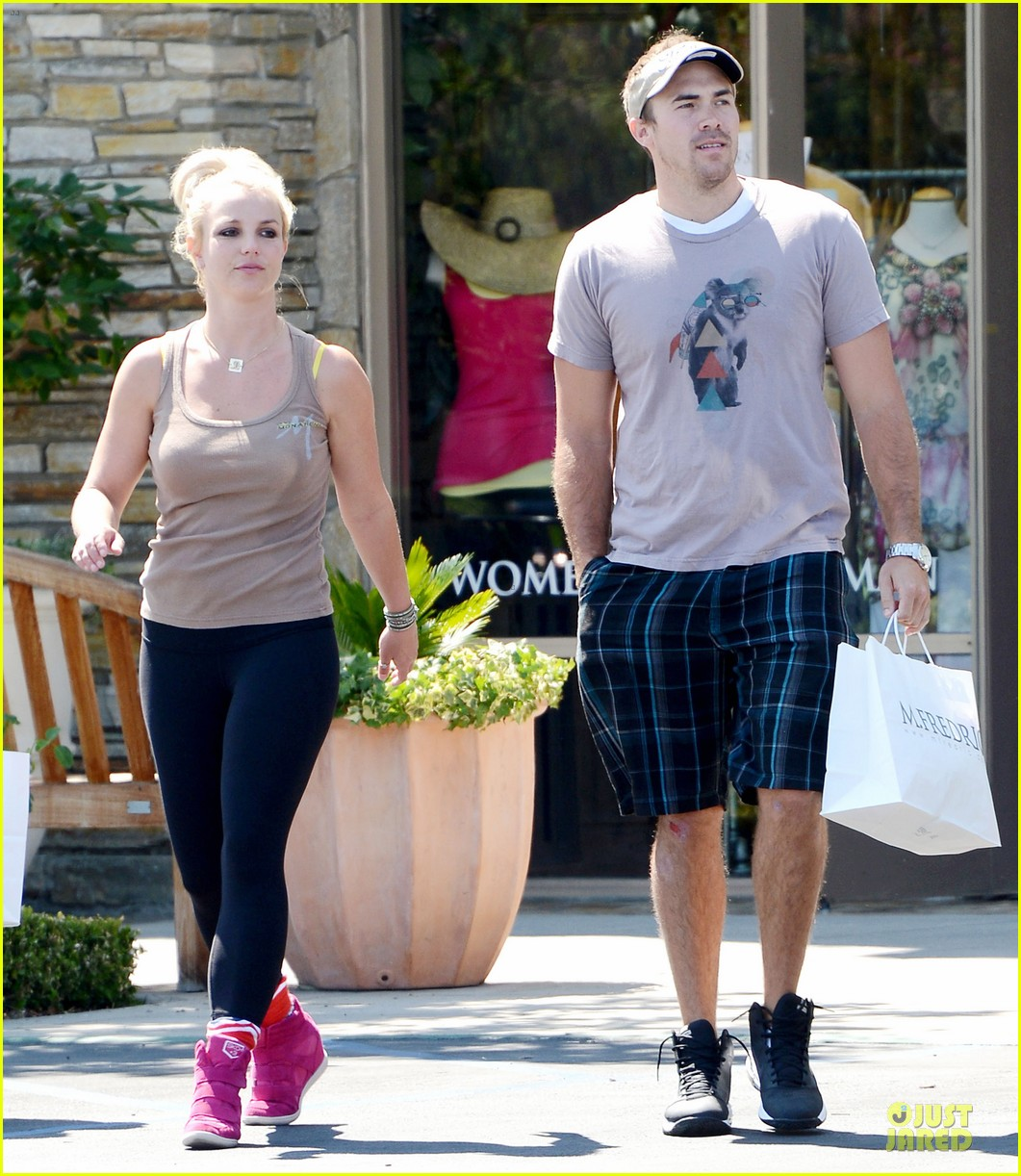britney spears david lucado prep for weekend by shopping 03