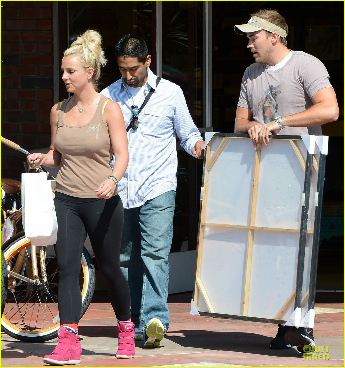 britney spears david lucado prep for weekend by shopping 05