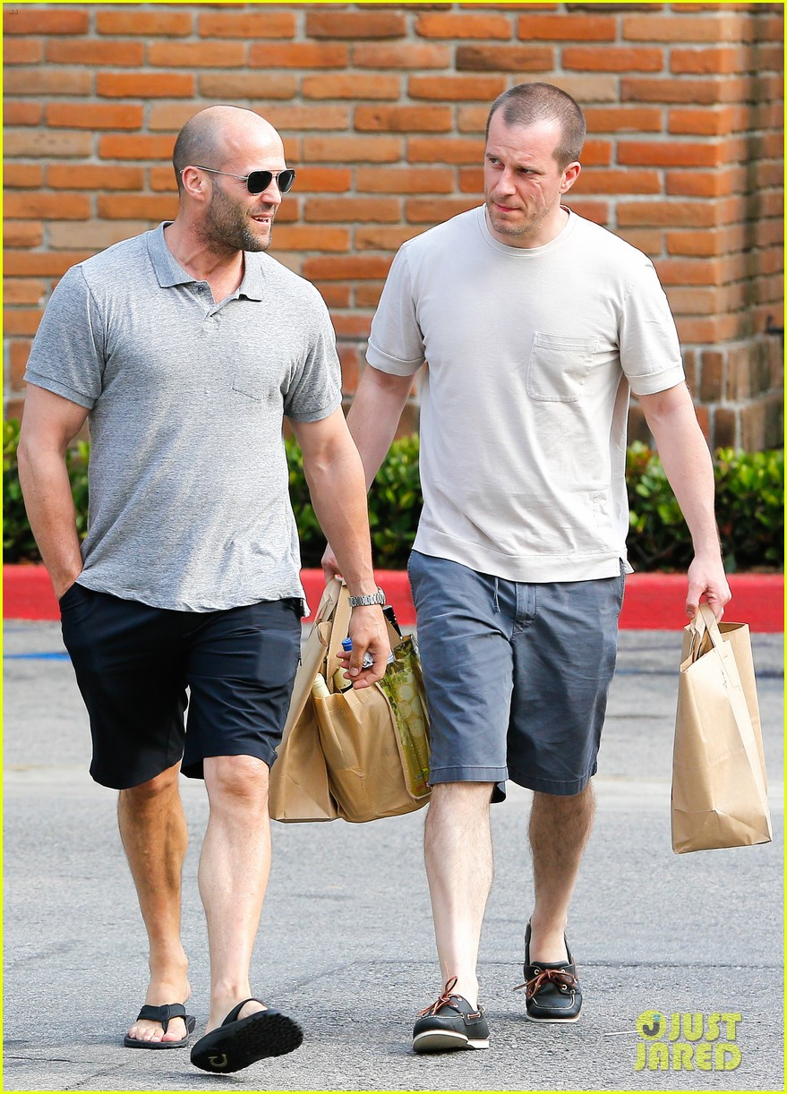 jason statham pre fourth of july grocery run 03