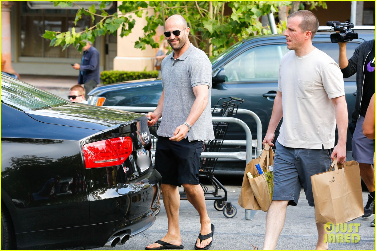 jason statham pre fourth of july grocery run 05