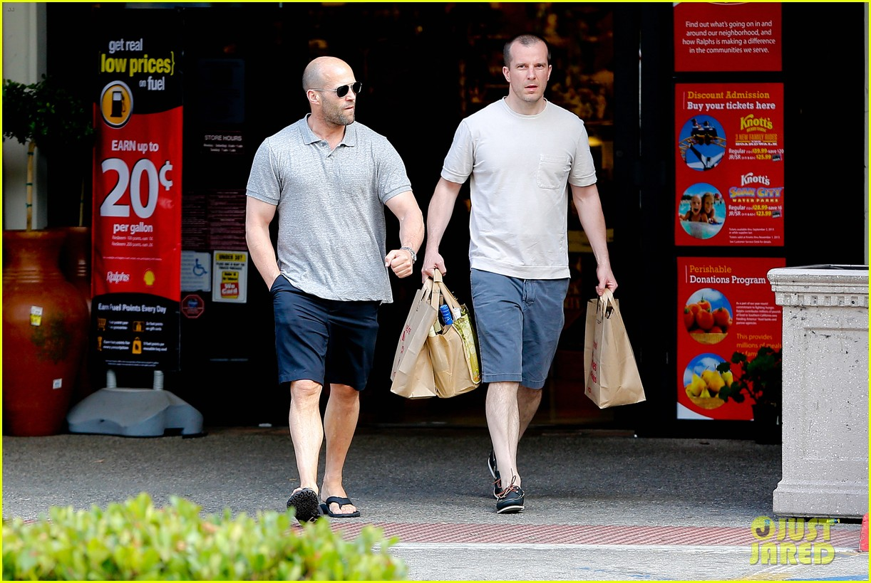jason statham pre fourth of july grocery run 08