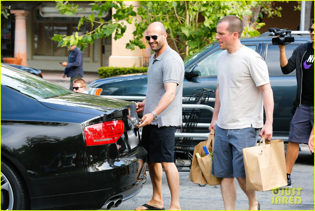 jason statham pre fourth of july grocery run 10