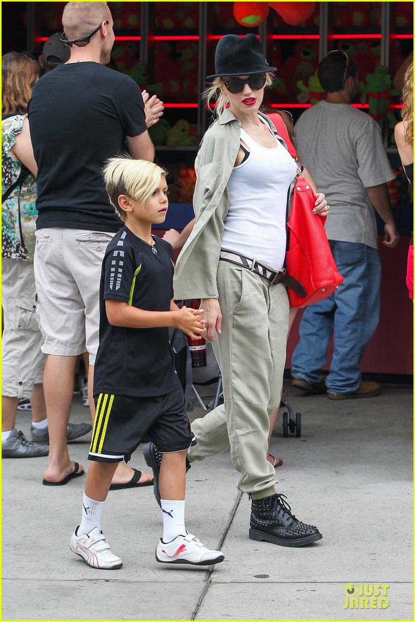 gwen stefani family filled knotts berry farm 33
