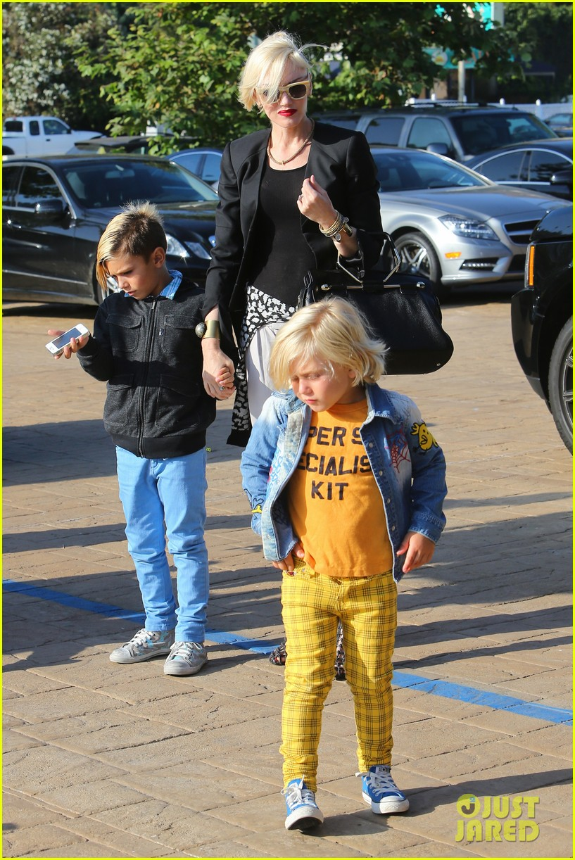 gwen stefani kids have sunday dinner at nobu 14